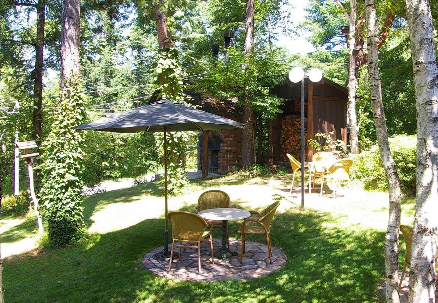 ガーデンは木漏れ日溢れる緑の空間