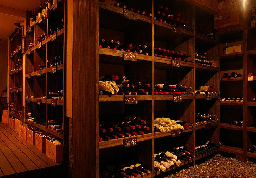 500種類、2,500本のワインを貯蔵しています