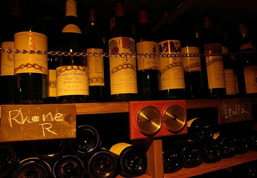 温度と湿度を管理してワインに最適な条件で保存