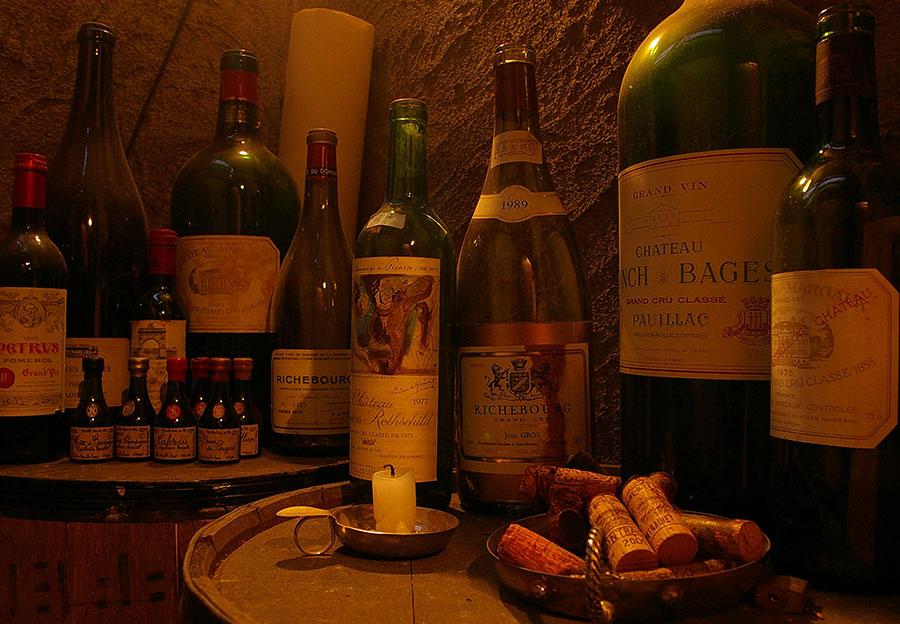 フランスワインや信州産ワイン、年代物の貴重なワインが豊富にあります
