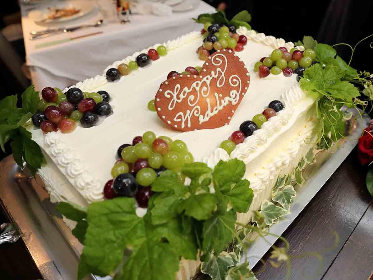 オリジナルウェディングケーキも当店でお作りします。