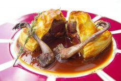 山鳩と里芋のパイ包み焼き フォンドジビエ マデラ酒を香らせて(冬)