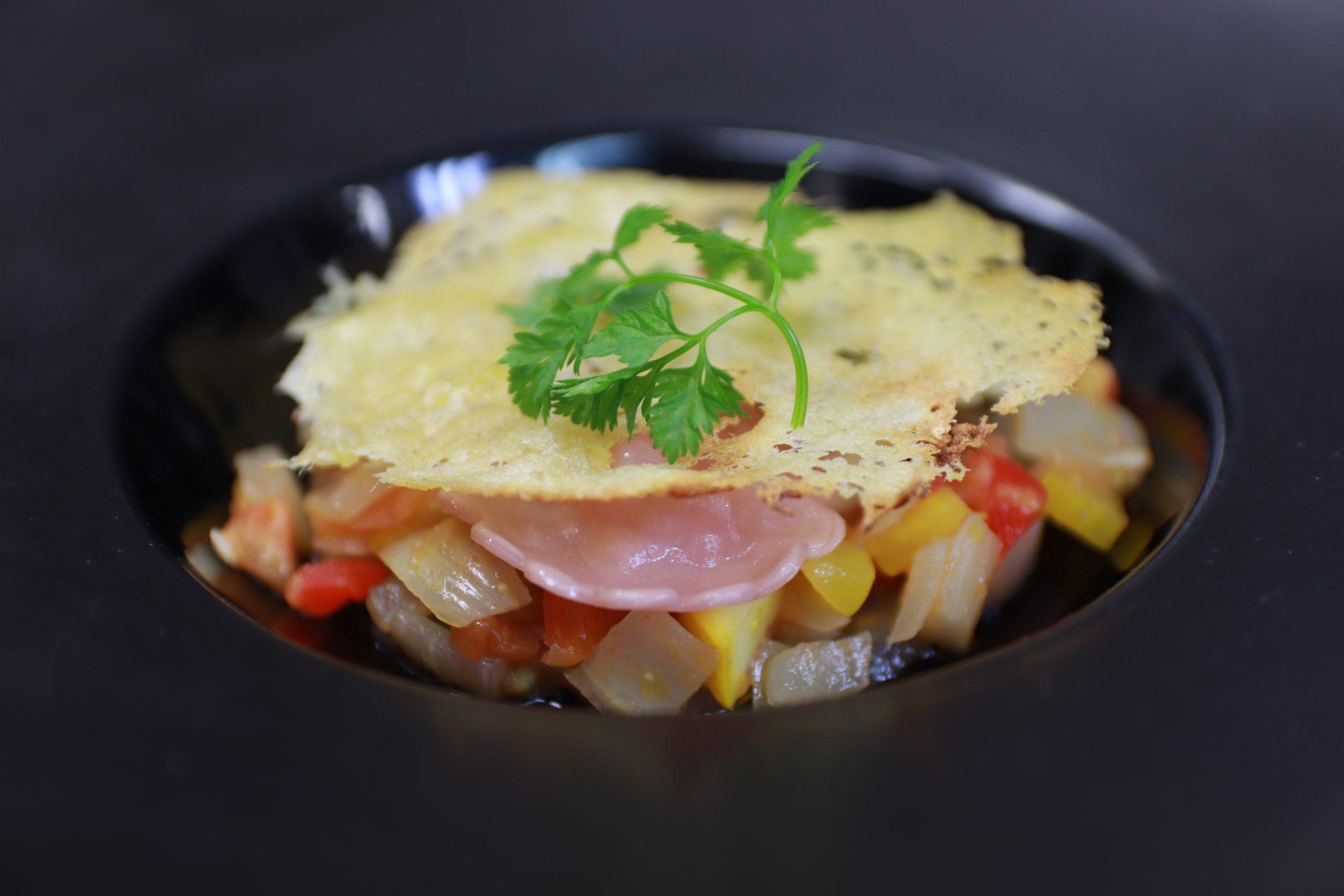 蓼科野菜のラタトゥイユ 開田高原産チーズのチューイルと3色のラビオリ添え