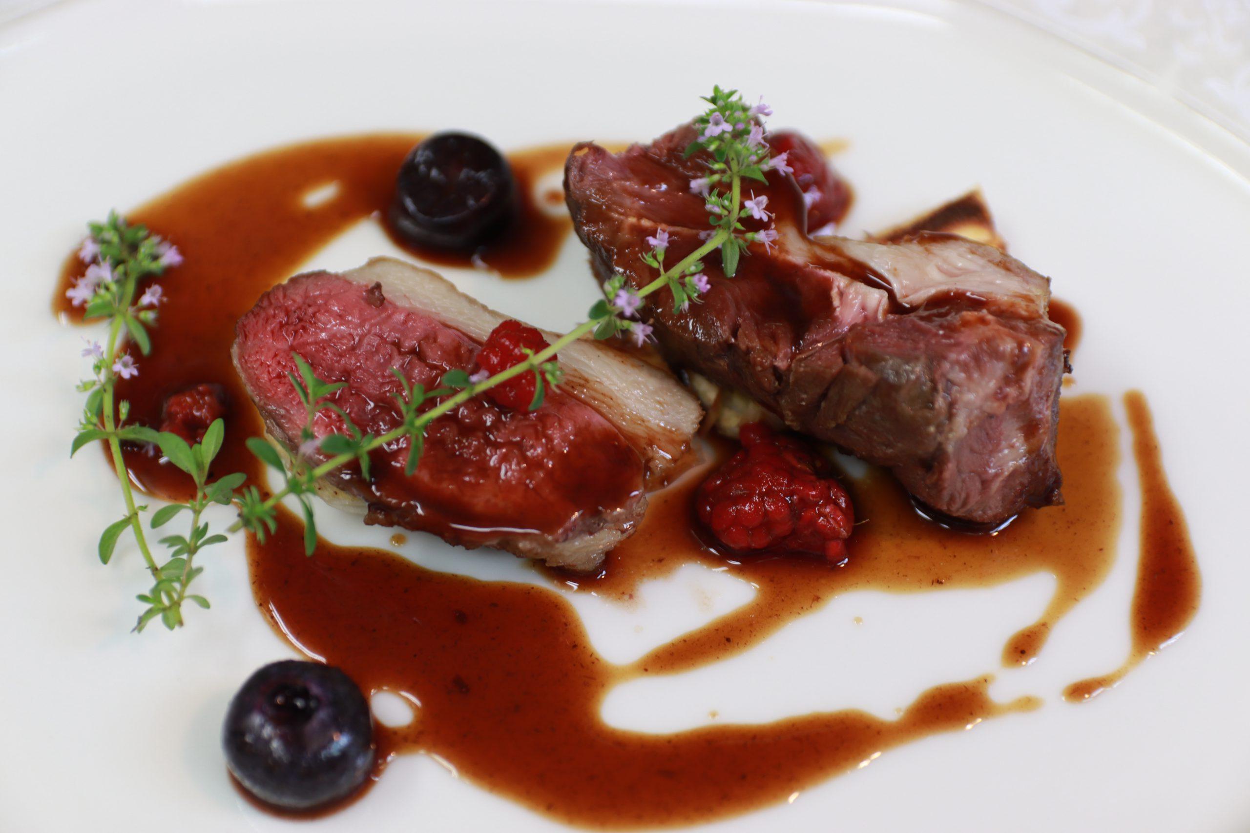 本日の熊肉料理 熊肉のポワレ ベリーソース