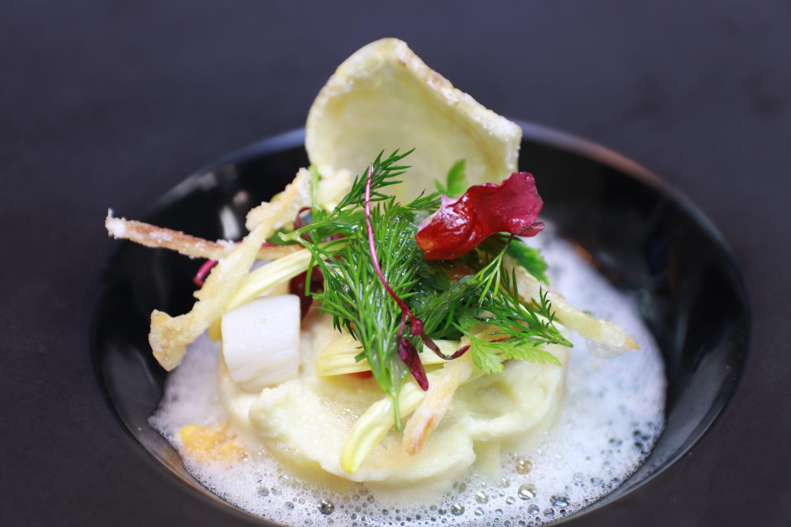 茅野市産セロリラブのセルクル コキヤージュの軽い泡ソース