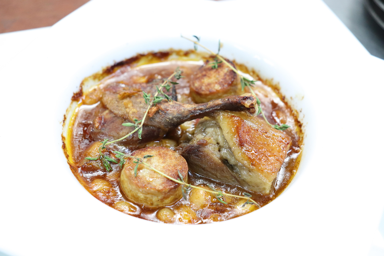 or  天然鴨コンフィと猪煮込み 白いんげん豆のカスレ