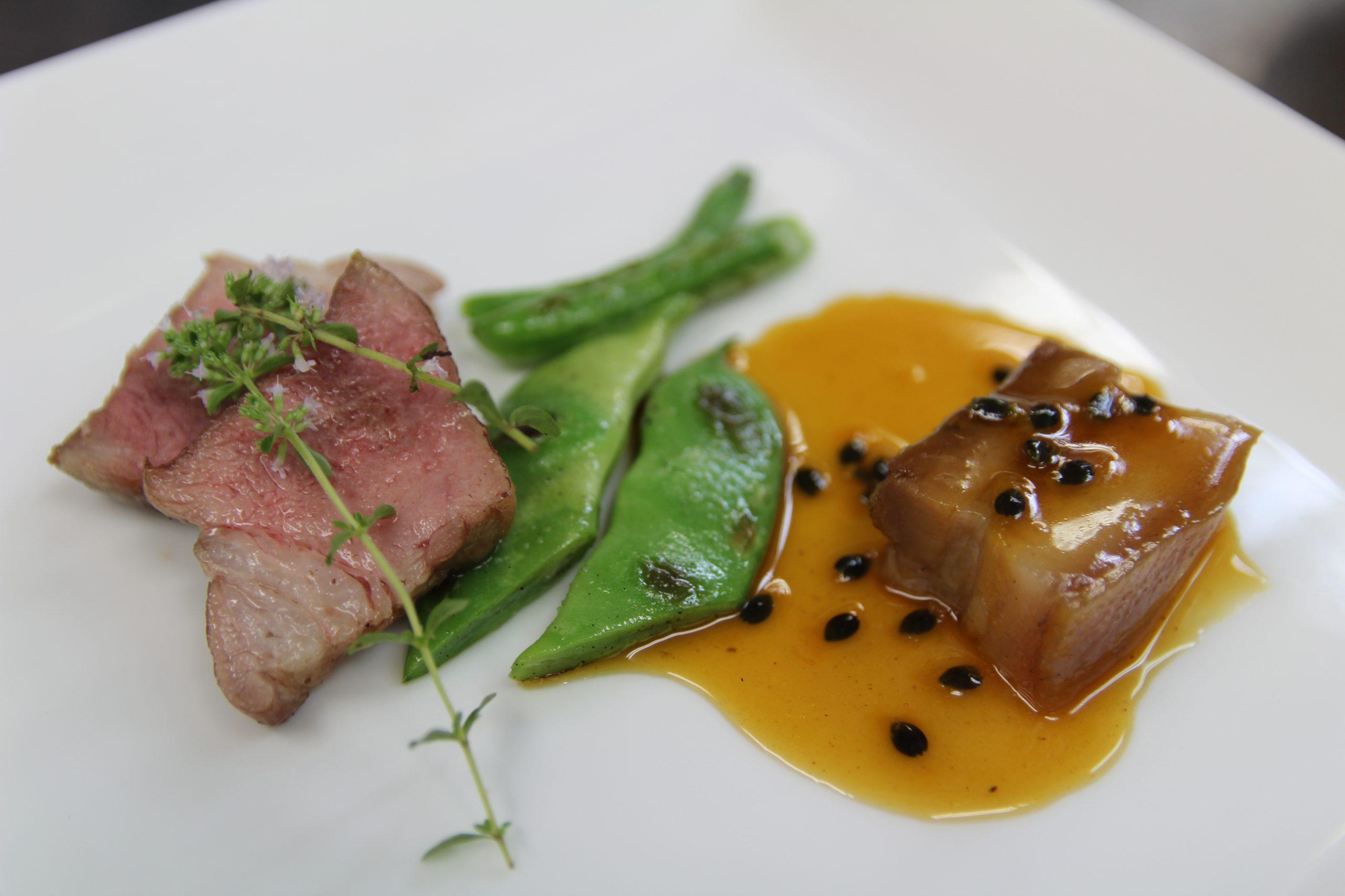 熊本県産皮付き黒豚バラ肉と千葉県産中ヨークシャー種をそれぞれの調理法で