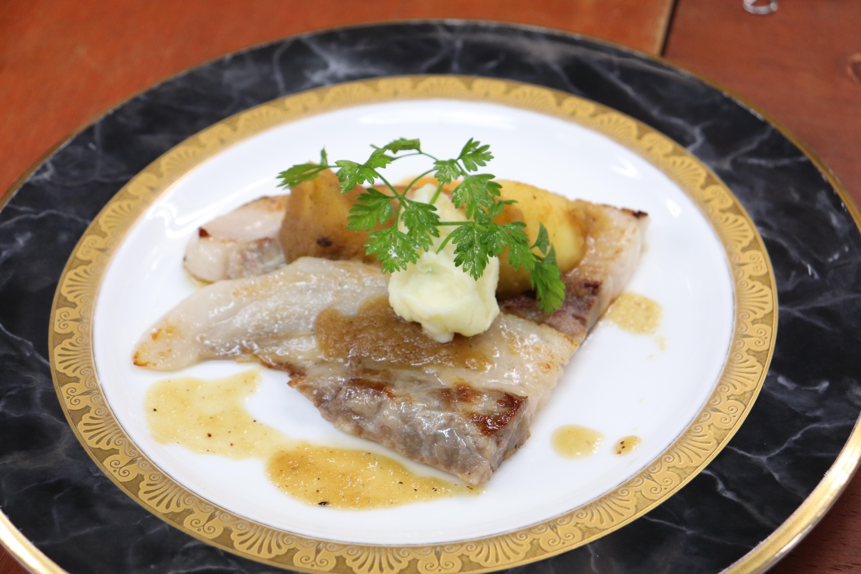 10日間熟成 南信州松川町産黒豚バラ肉と信州リンゴのポワレ 白ワインと蜂蜜のソース