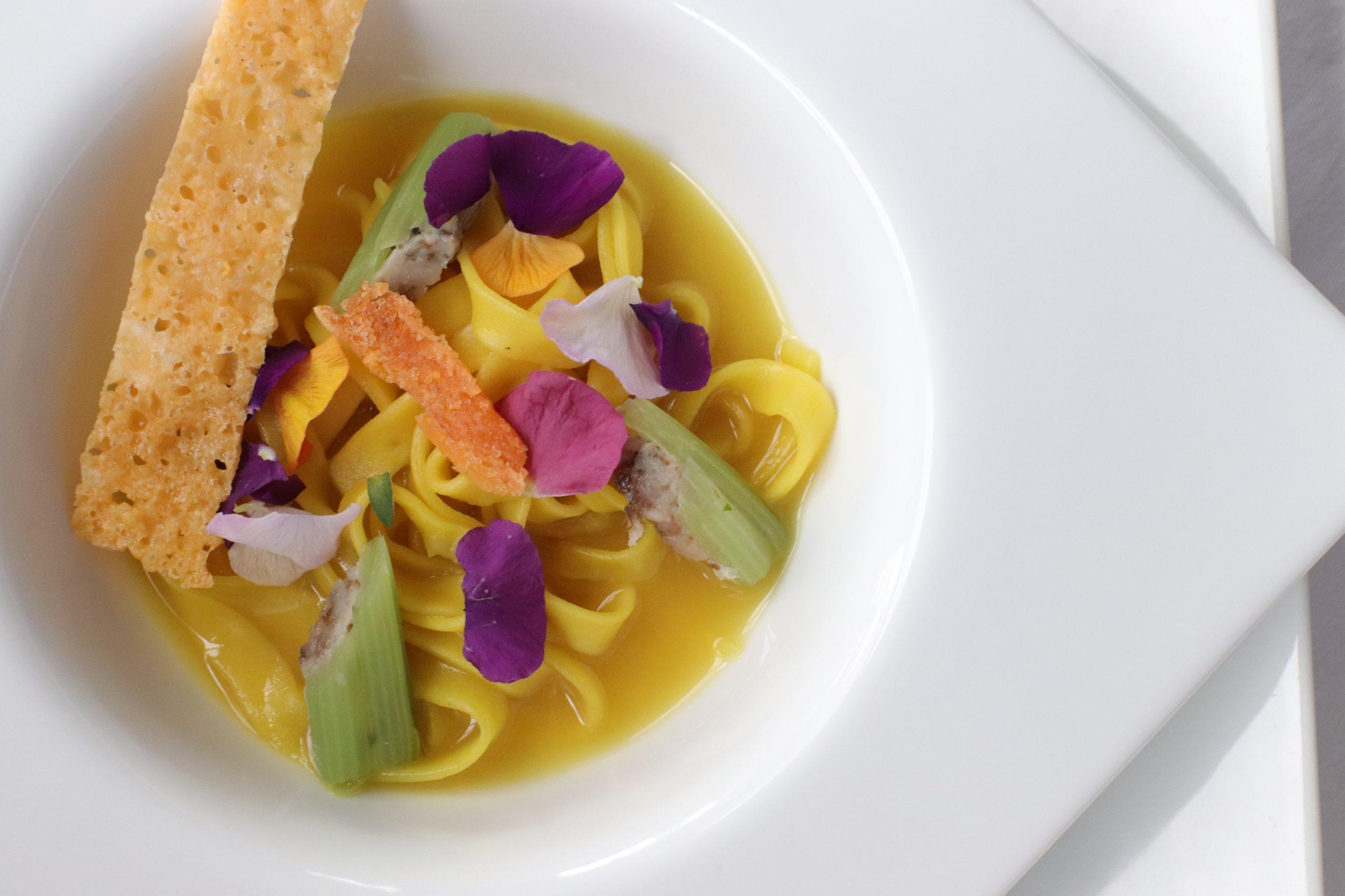 茅野市産鯉のスープ・ド・ポワソンと手打ちパスタの煮込み 鯉の自家製カラスミ添え